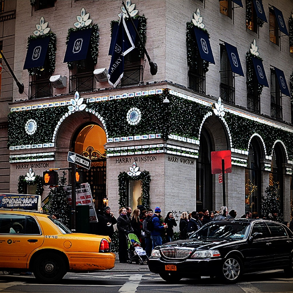 Harry Winston Lights UP 5th Avenue